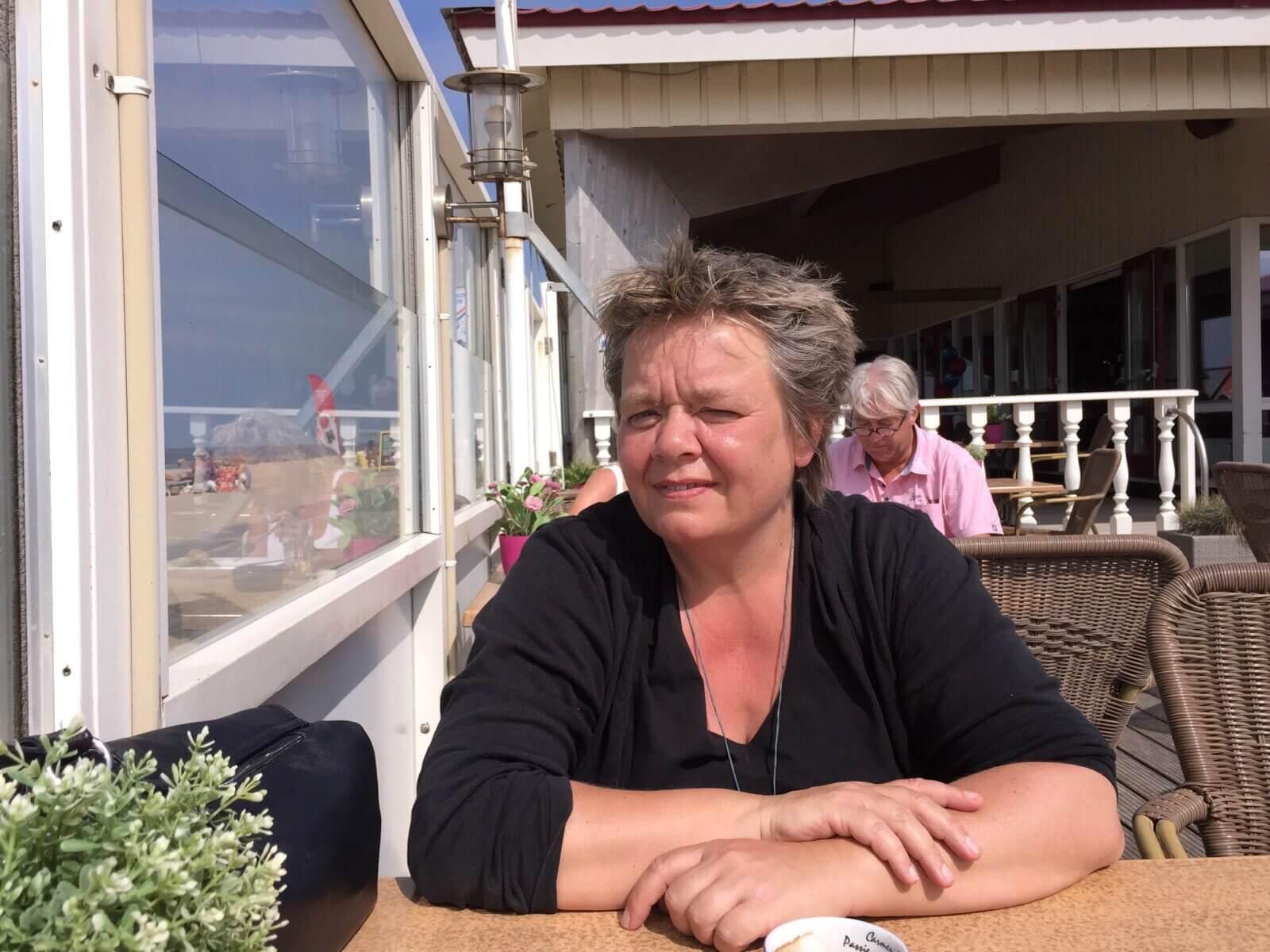 Zanglerares en dirigente Cobien Nieuwpoort uit Groningen op strand