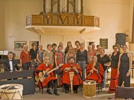 Vrouwenkoor Femmes Majeures met dirigent Cobien Nieuwpoort