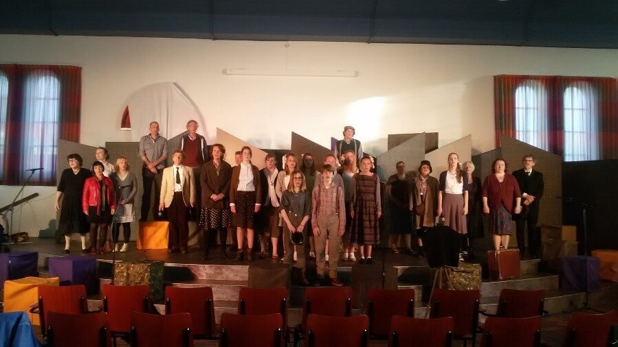 Cast Muziektheater Verloren op podium