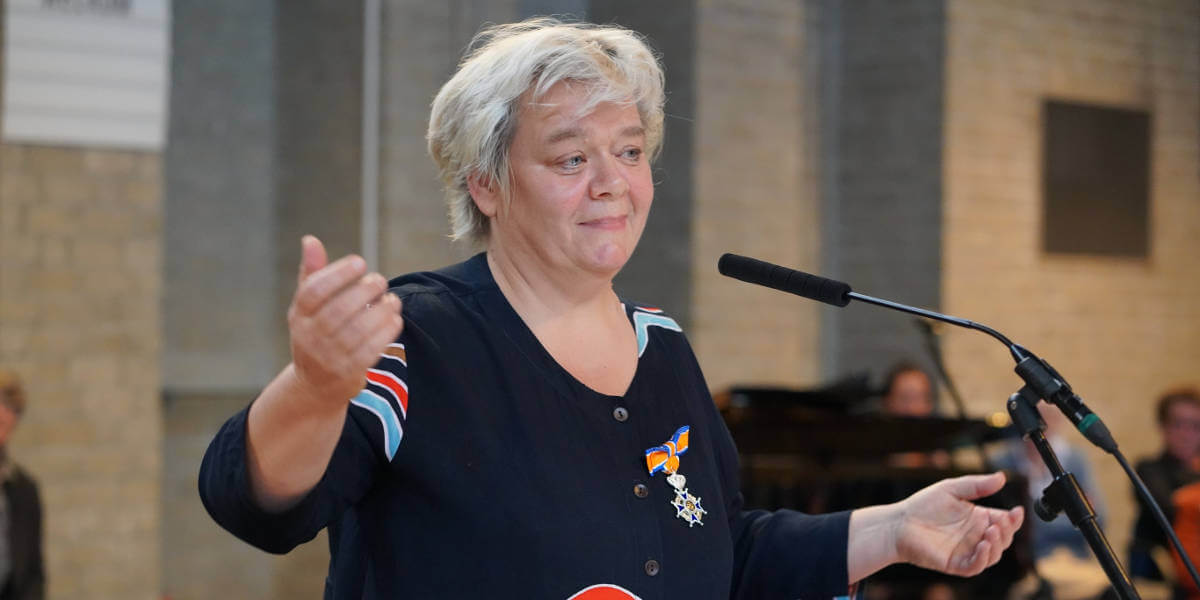 Cobien Nieuwpoort houdt speech tijdens Koninklijke onderscheiding